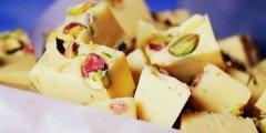 fudge z szafranem i pistacjami
