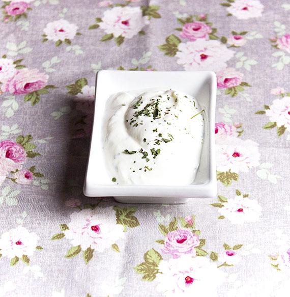 Dressing z jogurtu i miety pieprzowej