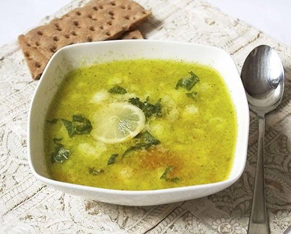 zupa kalafiorowa z pesto i limonką