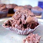 Muffiny mocno czekoladowe z kawałkami czekolady