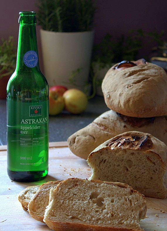 chleb jablkowy pieczony na poolish
