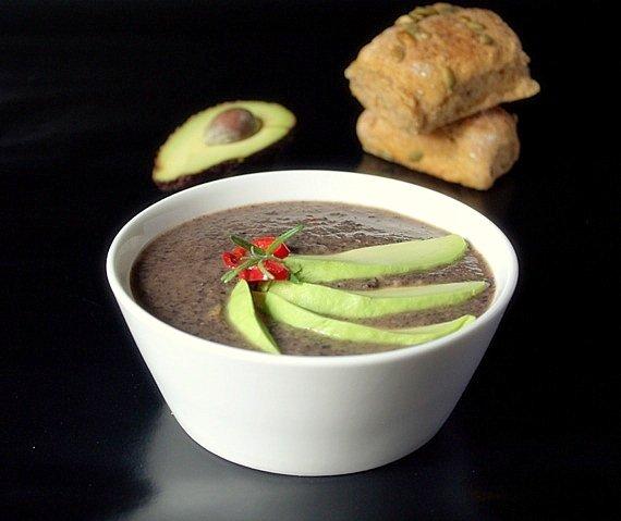 zupa wegetarianska z czarnej fasoli