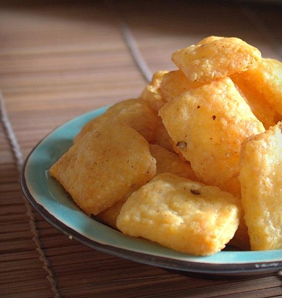 serowe krakersy wytrawne