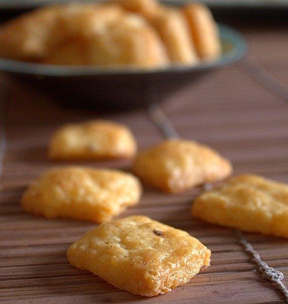 serowe krakersy