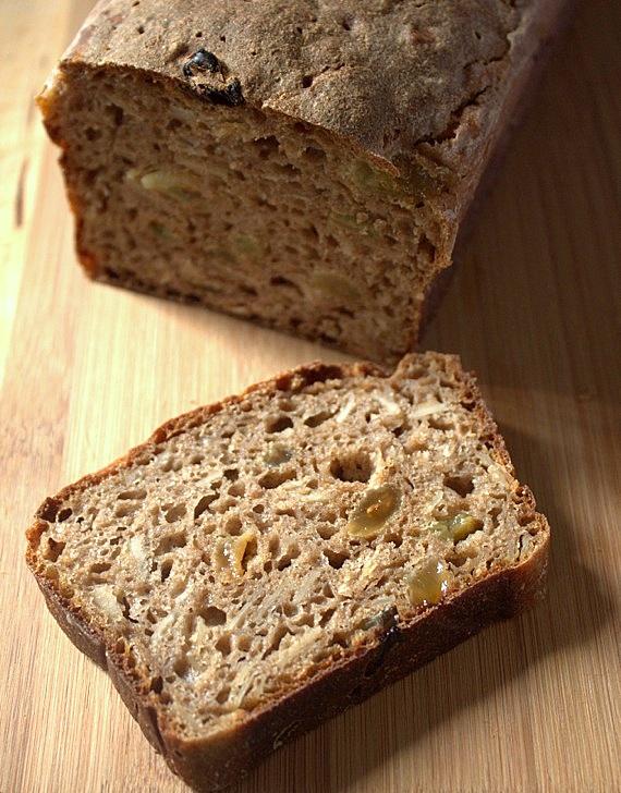 zytni chleb na zakwasie z rodzynkami
