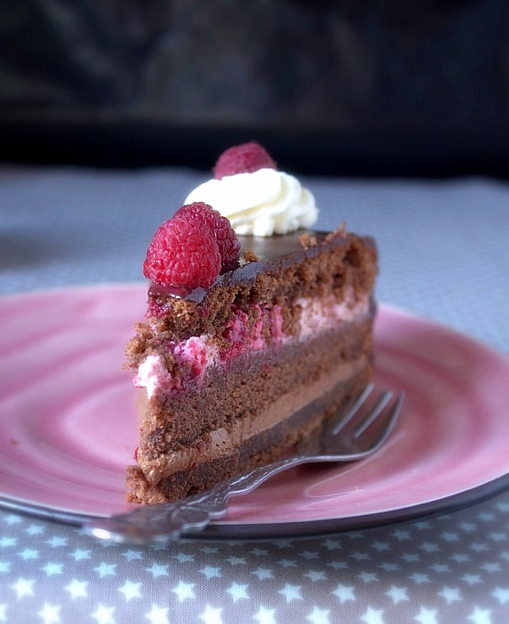 tort czekoladowy urodzinowy