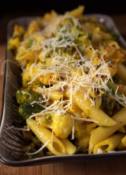makaron z brokułami i kalafiorem