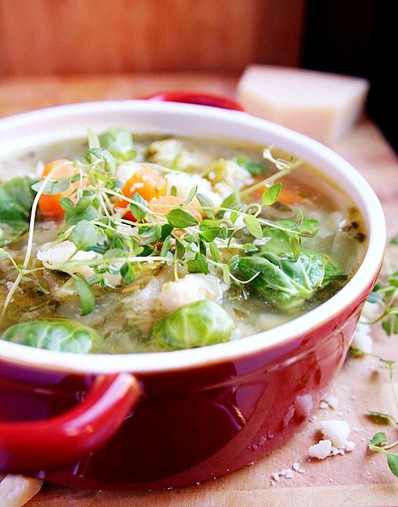 zupa z brukselki i białej kapusty