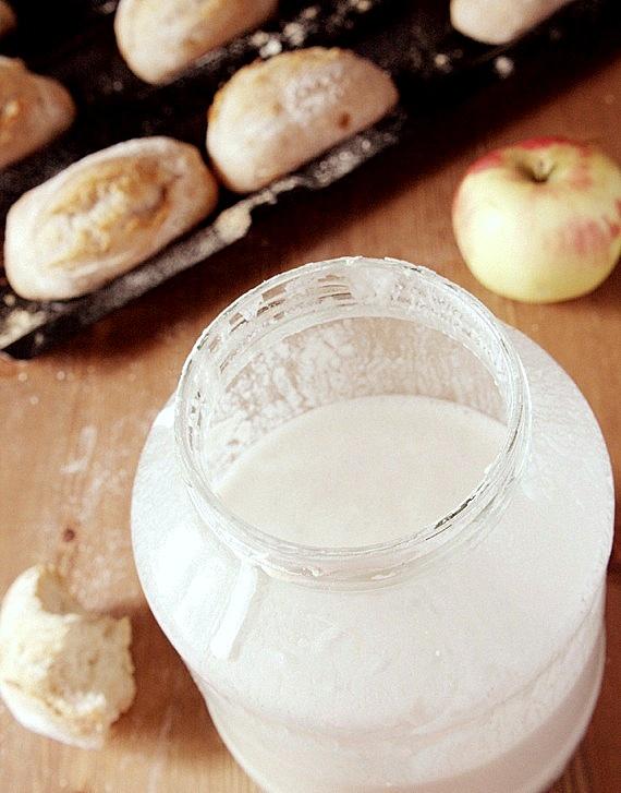przepis na pszenny zakwas z jabłkiem