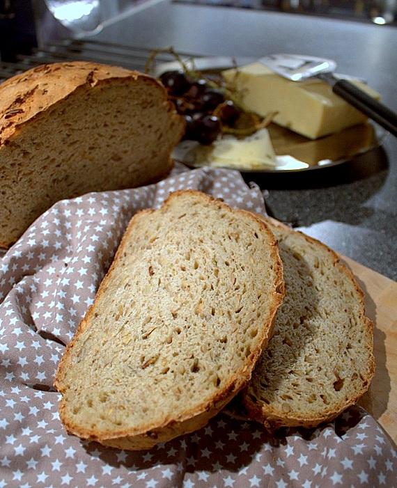 chleb na pszennym zakwasie z porem i pestkami