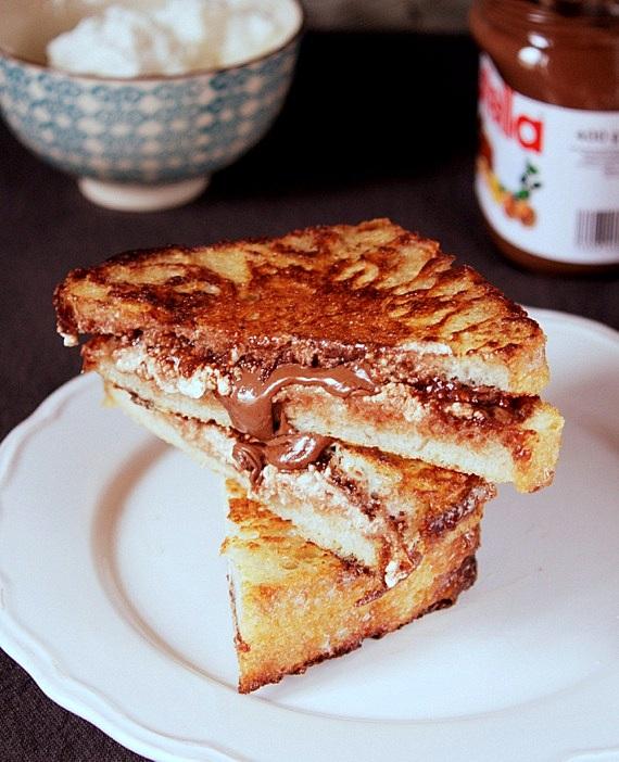 tosty z nutella i serkiem