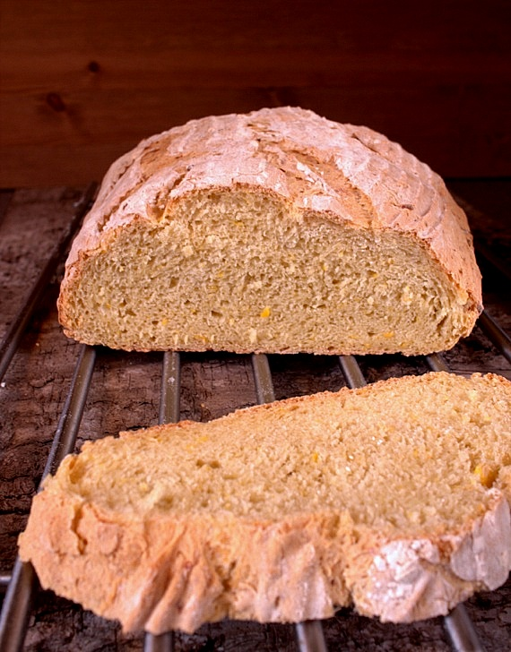 chleb kukurydziany  pieczony na poolish