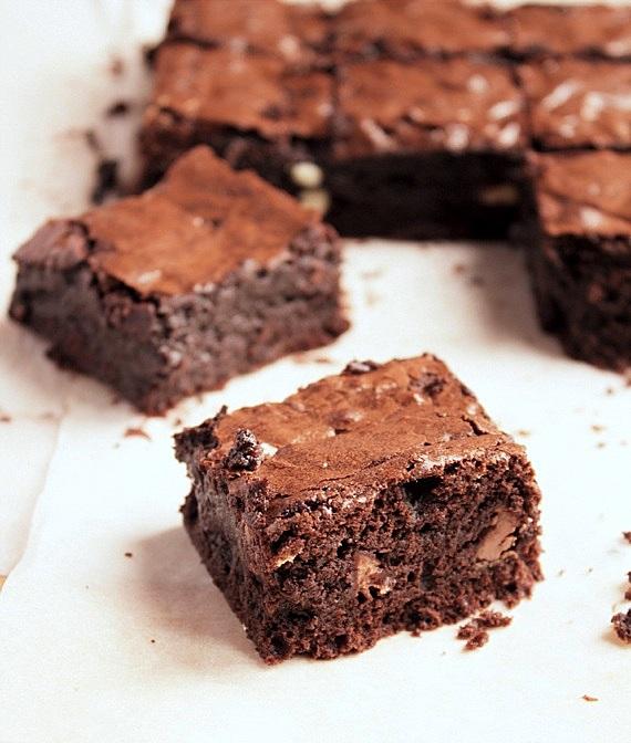brownie z kawałkami czekolady