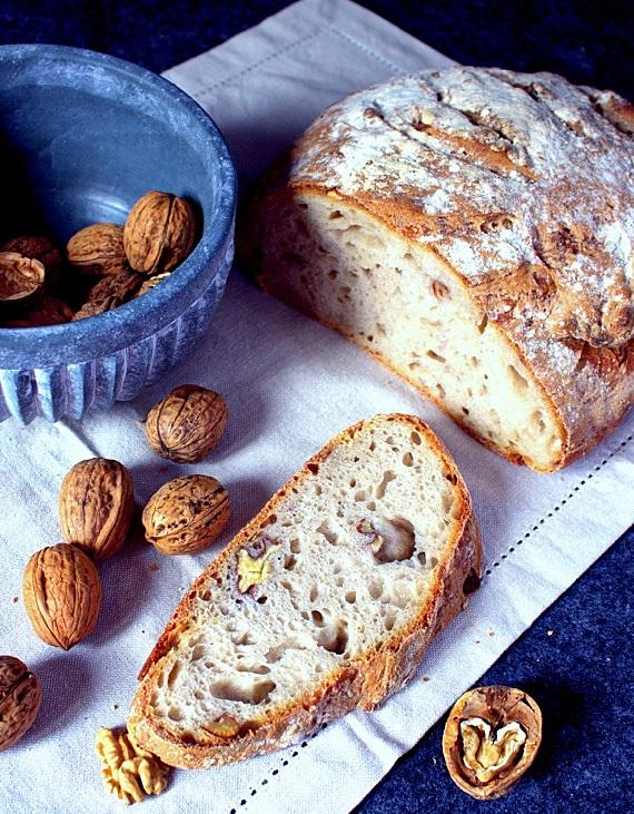 chleb pszenno żytni z orzechami