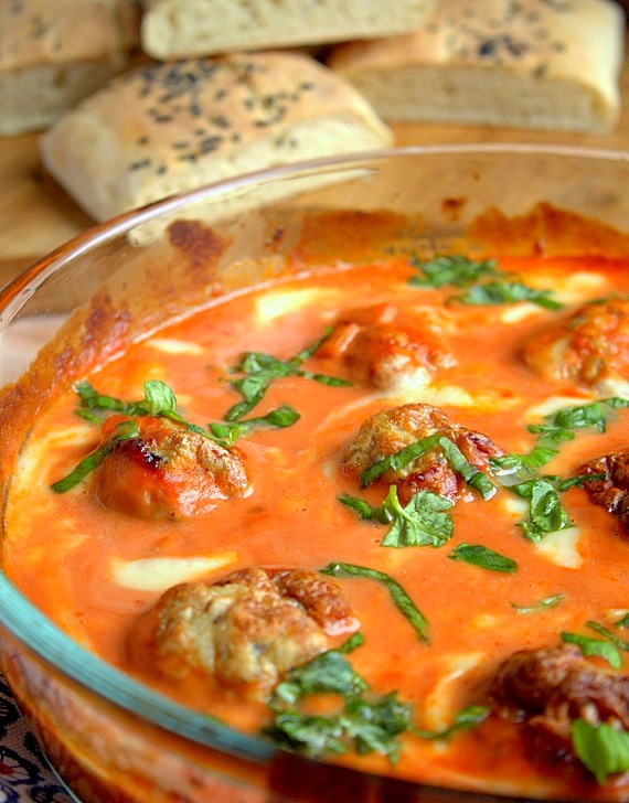 mielone z kurczaka w sosie pomidorowym