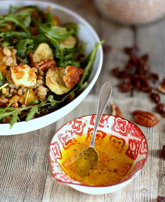 salatka na ciepło z kaszy i halloumi
