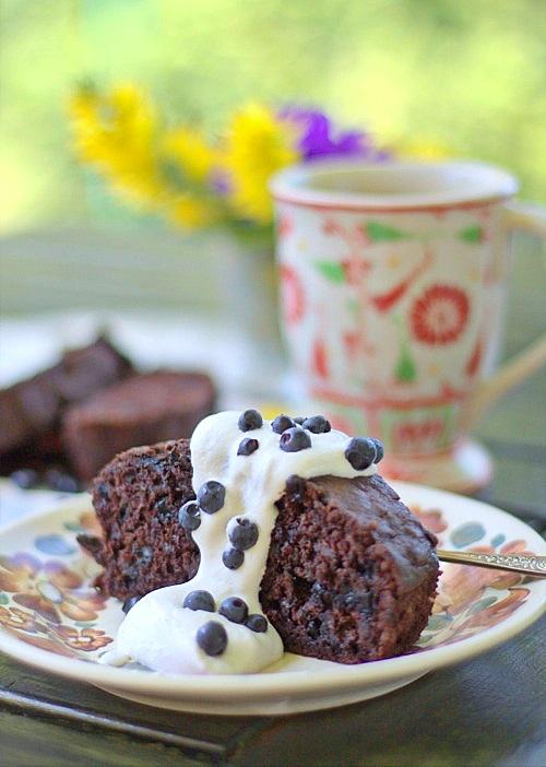 ciasto czekoladowe z cukinią i jagodami