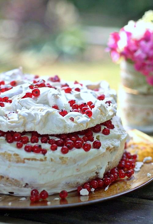 tort porzeczkowy letni