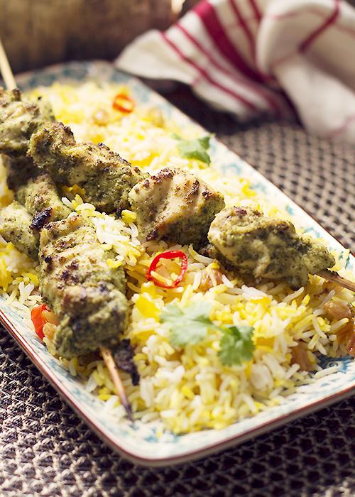 kurczak maryowany w pesto z kolorowym ryżem