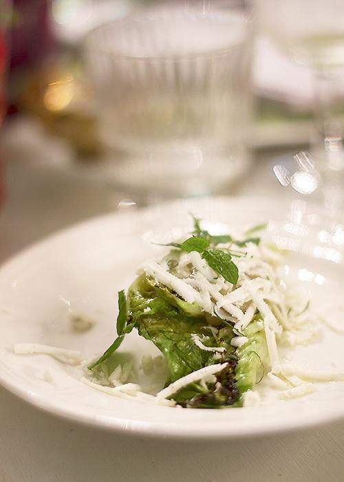 deser wytrawny na liściu sałaty