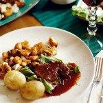 Polędwica wołowa i sos z czerwonego wina