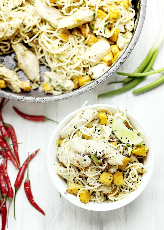 noodles z kurczakiem