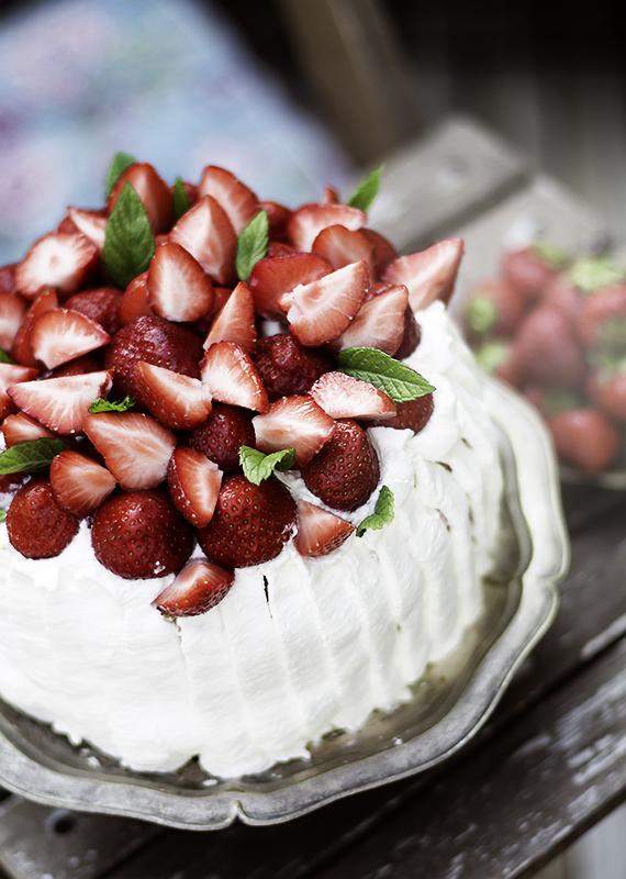 letni tort truskawkowy