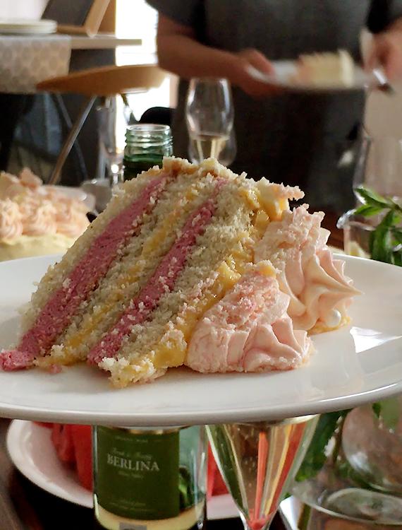 biszkopt na tort z musem malinowym