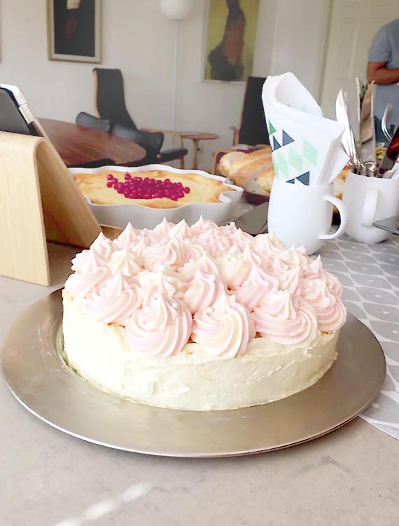 tort z malinowym musem i marakują