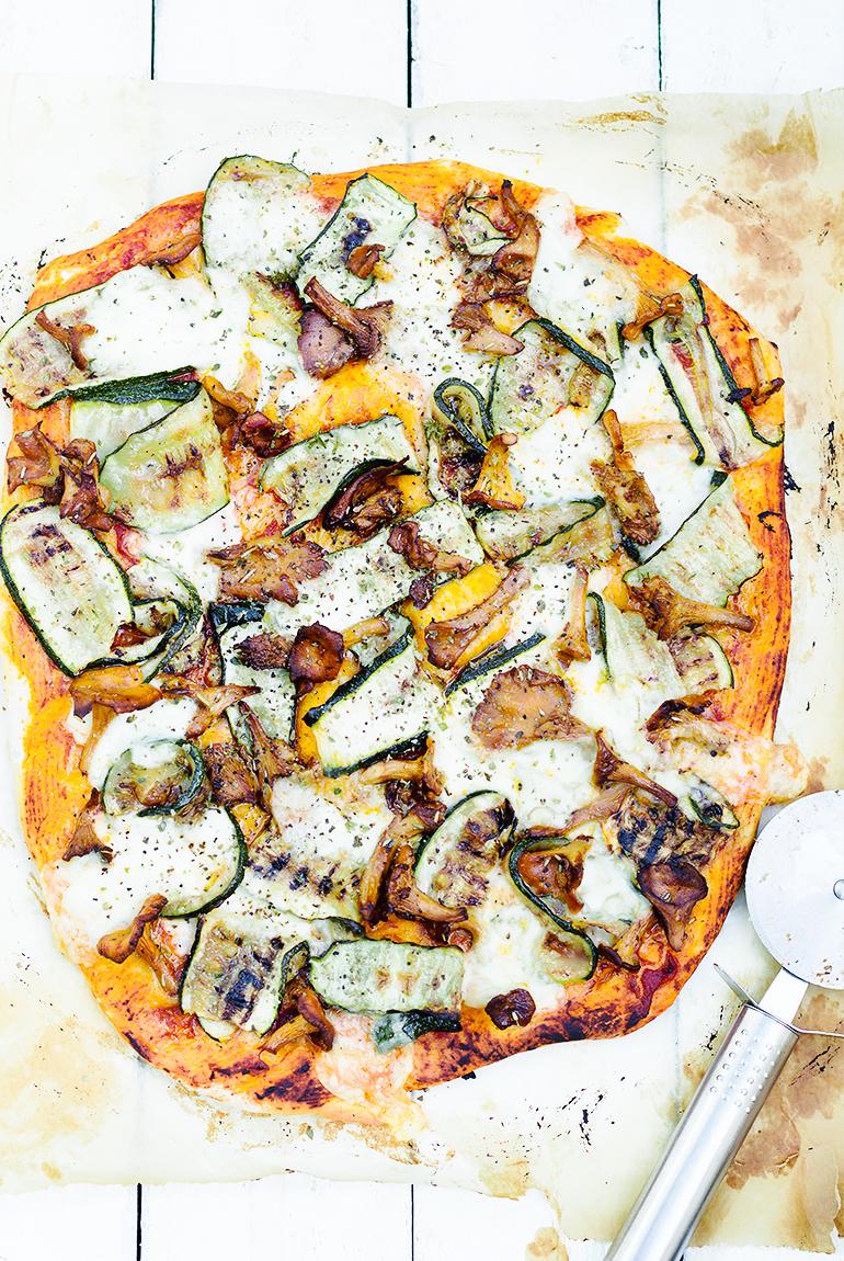 pizza z kurkami i cukinią