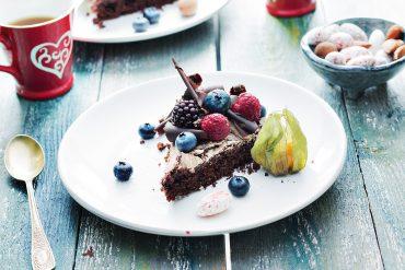 tort_czekoladowo_bezowy