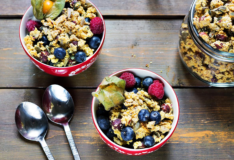 zimowe śniadanie szafranowa granola