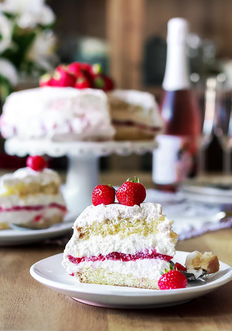 tort truskawkowy cheesecake