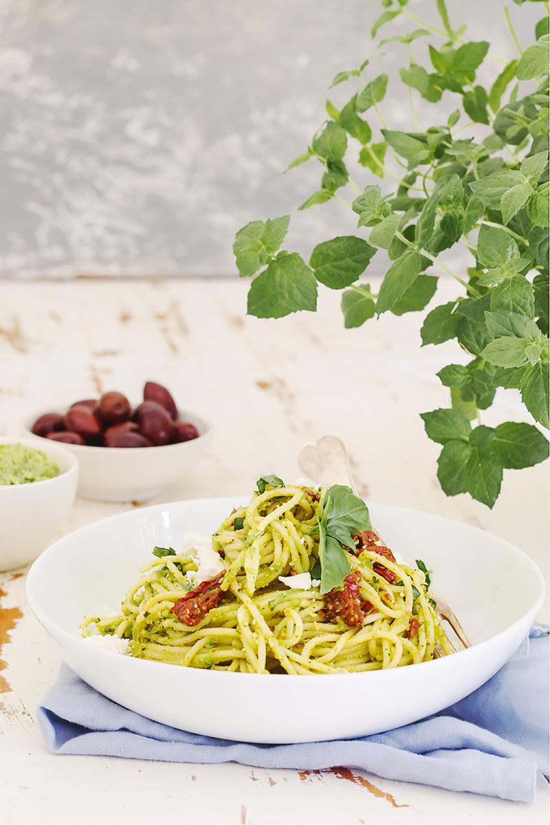 spaghetti z groszkowym pesto