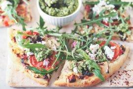 przepis_pizza_domowa_feta_pesto_codojedzenia