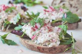 sałatka z tuńczykiem na kanapki