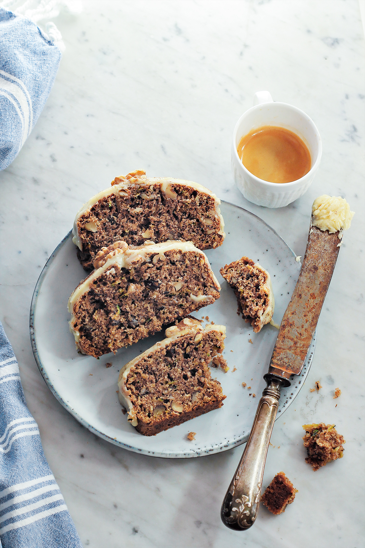 ciasto z cukinią i orzechami przepis codojedzenia