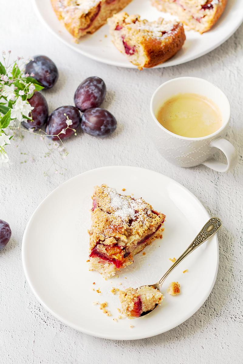 migdałowe ciasto ze śliwkami przepis codojedzenia