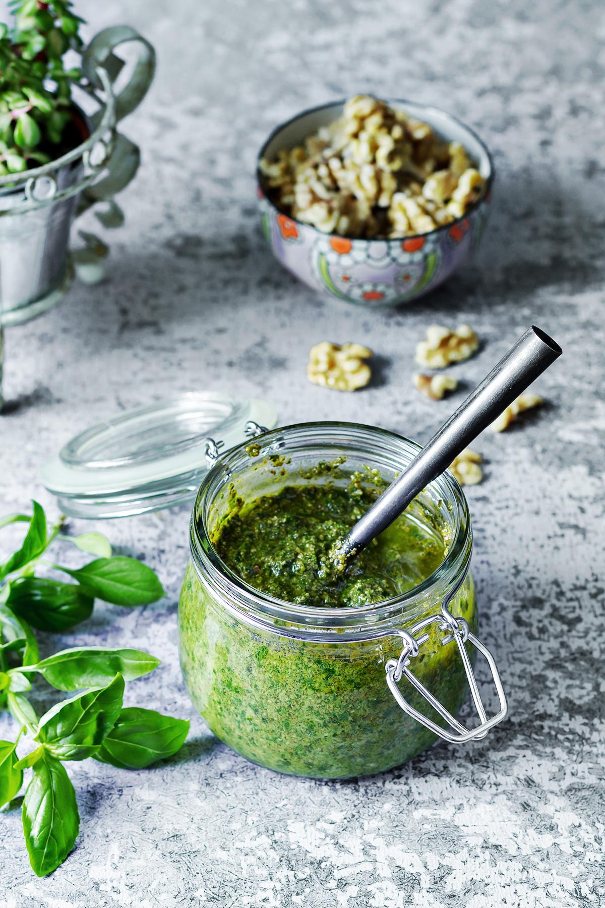 pesto z bazylii przepis orzechy blog kulinarny codojedzenia